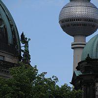 Vanhoja ja vähän uudempia kupoleja.